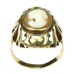 Gold ring with cameo