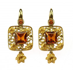 Gold earrings with citrines...