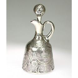 Karafa se stříbrnou montáží