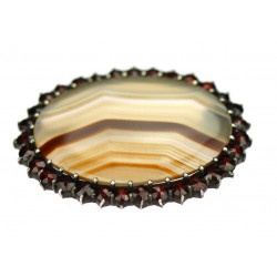 Brooch with agate and Czech...