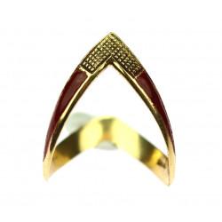 Zlatý prsten zdobený smalty