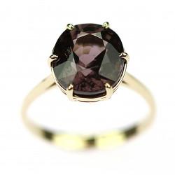 Zlatý prsten se spinelem