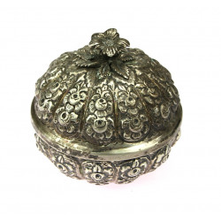 Silver box with roses