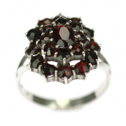 Silver ring with czech garnet
