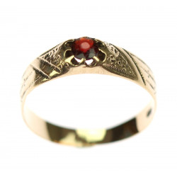 Gold ring with almadin