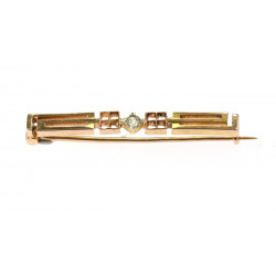 Gold brooch with diamond