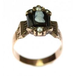 Zlatý prsten s onyxovou...