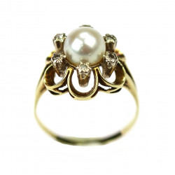 Gold ring with pearl and...