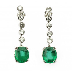 Gold earrings with emeralds...
