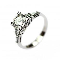 Zlatý prsten s briliantem...
