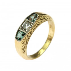 Zlatý prsten s diamantem a smaragdy