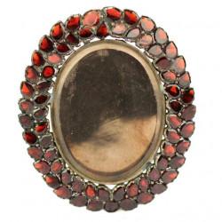 Stříbrný granátový medailon