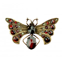 Pendant with a fly