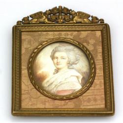 Miniature noblewoman