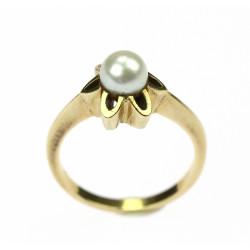 Zlatý prsten s perlou