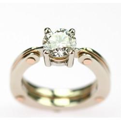 Zlatý prsten s briliantem