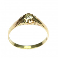 Gold ring with rose cut...