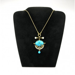 Gold turquoise pendant decorated with pearls and brilliant cut diamond