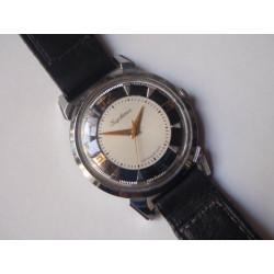 Náramkové hodinky Kirovskije