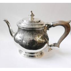 Stříbrná čajová konvice