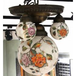 Secesní lustr s motivem květin