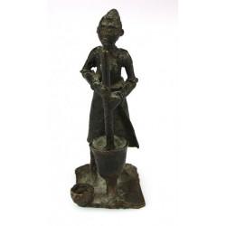 Bronzová soška afričanky
