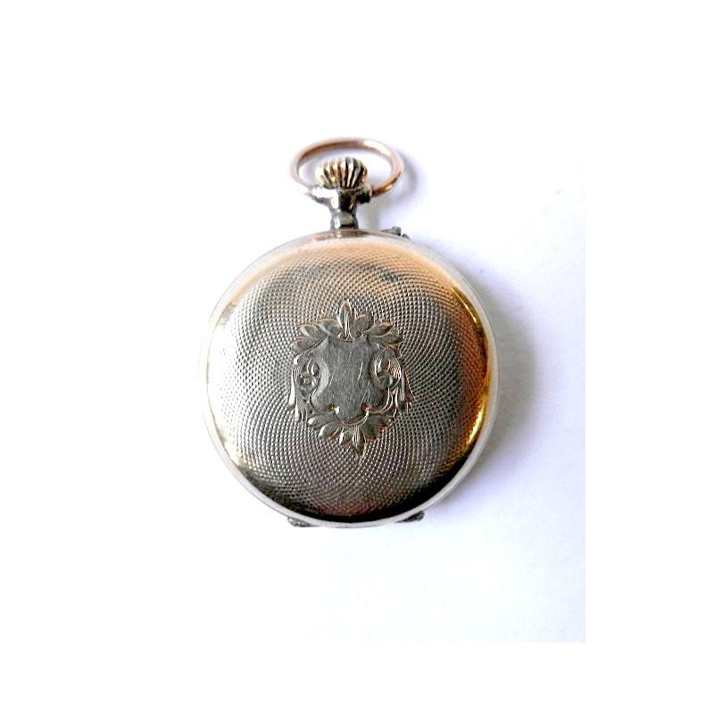 c7a52fb65a9 Tříplášťové dámské kapesní hodinky vyrobené ze 14karátového žlutého zlata