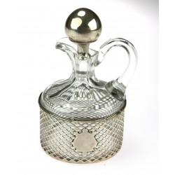 Karafa na olej se stříbrnou...
