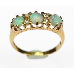 Zlatý prsten s opály a...