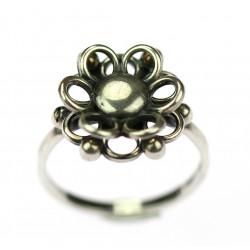Stříbrný prstýnek - kytička