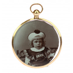 Medallion with photos