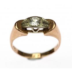 Zlatý prsten se sklíčkem
