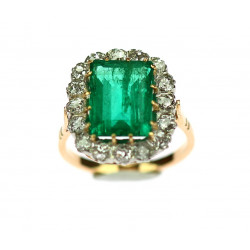 Ring with Colombian emerald...