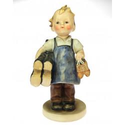 Porcelánová soška chlapce -...
