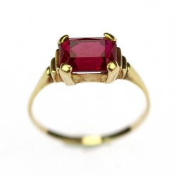 Gold ring with synthetic stone