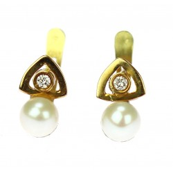 Gold earrings with pearls...