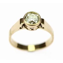 Zlatý prsten s diamantem...