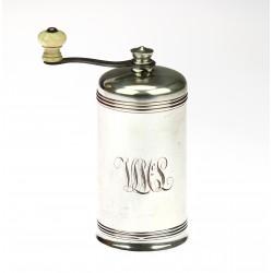 Stříbrný mlýnek na pepř