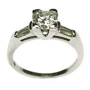 🇨🇿 Art-deco prsten vyrobený ve 20.-30. letech 20. století z platiny zdobený diamanty. . 🇬🇧 Art-deco ring made in the 20s - 30s of the 20th century from platinum decorated with diamonds. . 190 000 Kč / 7 137 EUR  . . . . . . . . #starozitnesperkyspribehem #loveyou #prague #jewelry #cinolterantique #tripadvisor #antiques #dnes #gift #diamond #sperky #cinolter #diamond #diamond #instagood #goldsmith  #laska #vanityfairvintage #igerscz