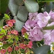 KRÁSNÝ DEN VŠEM MAMINKÁM 💜   #happymothersday  #denmatek #loveourmums  #sunday  #flowers  #womansloveflowers