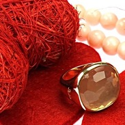 Moderní prsten od italské šperkařské značky Pomellato z kolekce Cipria vyrobený ze žlutého 18karátového zlata zdobený broušeným růženínem  o váze 14,00 ct. . . Modern ring from the Italian jewelry brand Pomellato from the Cipria collection made of yellow 18-carat gold decorated with cut rosette weighing 14.00 ct. . . #starozitnesperkyspribehem #hellofebruary #2021 #antique #historie #prague #slowfashion #cinolterantique #mondaymood #sunday#blizisevalentyn #starozitnosti #prsten #laskycas #goldsmith #heartbeat #prague #bemyvalentine  #Pomellato