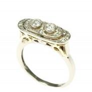 Art deco prsten s diamanty vyrobený z bílého a žlutého 14karátového zlata zdobí dva diamanty briliantového brusu o váze 0,15 ct + 0,14 ct a 14 diamantových rout o celkové váze 0,26 ct. Celková váha všech diamantů na prstenu je 0,55 ct, barva F, čistota VS.   #artdeco #artdecoring #antiquesforsale #antiquescinolter #starozitnosti #praha #jewellery