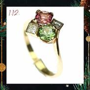 🎄 Dneškem zahájíme adventní kalendář. Každý den vám přineseme vybraný šperk nebo jinou starožitnost, která se bude pod vánočním stromečkem úžasně vyjímat. Vybírejte a udělejte (si) radost jedinečným dárkem, který určitě nemá nikdo jiný na světě. <3  🇨🇿 První virtuální okénko se pyšní nádherným zlatým prstenem se zeleným a růžovým turmalínem z Mosambiku a diamanty.  .  🇬🇧 Gold ring with green and pink tourmaline from Mozambique and diamonds. . . . . . . . #starozitnesperkyspribehem #adventnikalendar #adventcalendar #antique #historie #prague #slowfashion #cinolterantique #kapesnihodinky #antiques #advent #turmaline #starozitnosti #prsten #prosinec #vanoce2020 #goldsmith #christmas #prague #igerscz #vanoceprichazeji #presentforher #christmascoming
