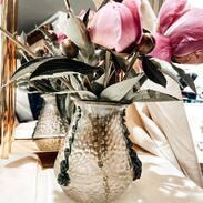 🇨🇿 Vázička z irizovaného skla s plastickými nálepy vyrobená ve sklárně Lenora kolem roku 1900. . . 🇬🇧 Vase made of iridescent glass with plastic stickers made in the Lenora glassworks around 1900. . . . 18 000 Kč / 679 € . . . : #starozitnesperkyspribehem #loveyou #prague #jewelry #cinolterantique #vase #antiques #sklo #peonies #starozitnosti #secese #artnouveau #instagood #goldsmith #pivonky #vanityfairvintage #igerscz #cinolterantiques