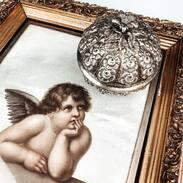 🌹 Stříbrná dózička zdobená motivem růží. . . .  🌹 Silver jar decorated with a rose motif. . . #starozitnesperkyspribehem #hellofebruary #2021 #antique #historie #prague #slowfashion #cinolterantique #mondaymood #sunday#blizisevalentyn #starozitnosti #prsten #laskycas #goldsmith #heartbeat #prague #bemyvalentine