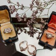 Žhavé novinky na stránkách - náušnice s opály a diamanty, prsten s perlou nebo ten art-decový, který je Váš favorit?  . . . Hot news on the site - earrings with opals and diamonds, a pearl ring or the art-deco one, which is your favorite? . . .  #šperk #historie #starožitnost #šperky #history #women #czech #boho #czechrepublic #novinka #handmadejewellery #ceskarepublika #hollidays #umeni #voda #hotnews  #praha #zlato #prague #krasnesperky #aesthetic #travel #móda #priroda #ručnípráce #cesko #novinky
