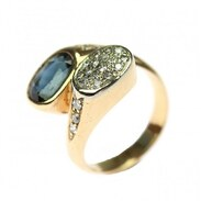 ZLATÝ PRSTEN SE SAFÍREM A DIAMANTY ~~~ Prsten vyrobený ze žlutého 14karátového zlata zdobený safírem o váze 1,90 ct a diamanty briliantového brusu 22x 0,02 ct (celkem 0,44 ct).   39.000,-   #goldring #sapphire #diamonds #sapphireanddiamonds #jewelry #jewellery #prague #antiquescinolter #summervibes #šperkprotebe #artistsoninstagram #art #hotnews