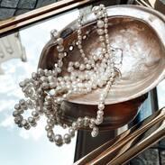 O perlách se toho říká hodně, snad k žádnému jinému skvostu se neváže tolik legend a pověstí. Lidé se dodnes nemohou shodnout, zda perly nosí štěstí nebo žal. Co vy myslíte, nosíte ráda perly? . . . .  #pearls #necklace #cinolterantiques #prague #jewishquater #antique #goodmorning #old #christmas #glass #retro #ring #bracelet #shopping #gold #vintagestyle #krasa #zlato #diamond #jewelry #dnesfotim #silver #tripadvisor #pragueshopping #instaprague #instagood #instamood #igerscz #pick