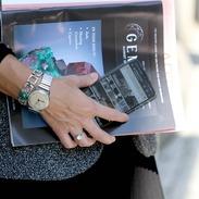 Jeden z důvodů proč si pořídit starožitný šperk je, například vystoupit z řady a pořídit si něco neotřelého a působivého! Buďte nezapomenutelní 😎   Step out of line and buy something unique and impressive! Be unforgettable 😎 . . . .  #czechootd #hermes #staromak #originalnidarek #cinolterantique #modniinspirace #antiques #dnesnosim #beautybusiness #starozitnosti #nikdynezapomeneme #patek #smaragd #zlatnik #sukne #gemguide #igerscz #antiquescinolter #inspo #krasa #instagood #praha1
