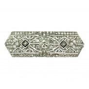 Geometrická brož, typická pro období 20. - 30. let 20. století. Šperk vyrobený z platiny zdobí diamanty o celkové váze 4,28 ct (centrální kámen má váhu 0,60 ct). Špendlík je opatřen pojistkou proti náhodnému otevření. 110.000,-   #diamondsbrooch #artdeco #artdecobrooch #antiques #antiquesforsale #antiquesofinstagram #diamonds #jewellery #starozitnosti #prague #cinolterantiques #mondaymotivation